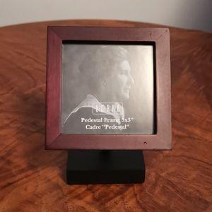 Umbra Pedestal Frame